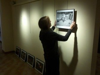 Ultimant l'exposició «Amb ulls saltencs»